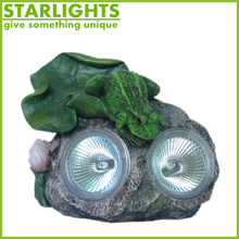 polyresin animal figurines decorative garden statue sitting frogs with solar light