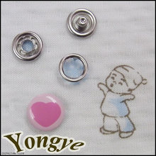 Fashion heart type metal logo snap on buttons for Baby Velcro suits