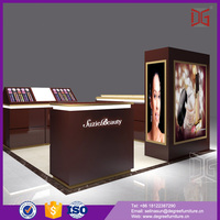 Modern Design Wooden Cosmetic Display Kiosk