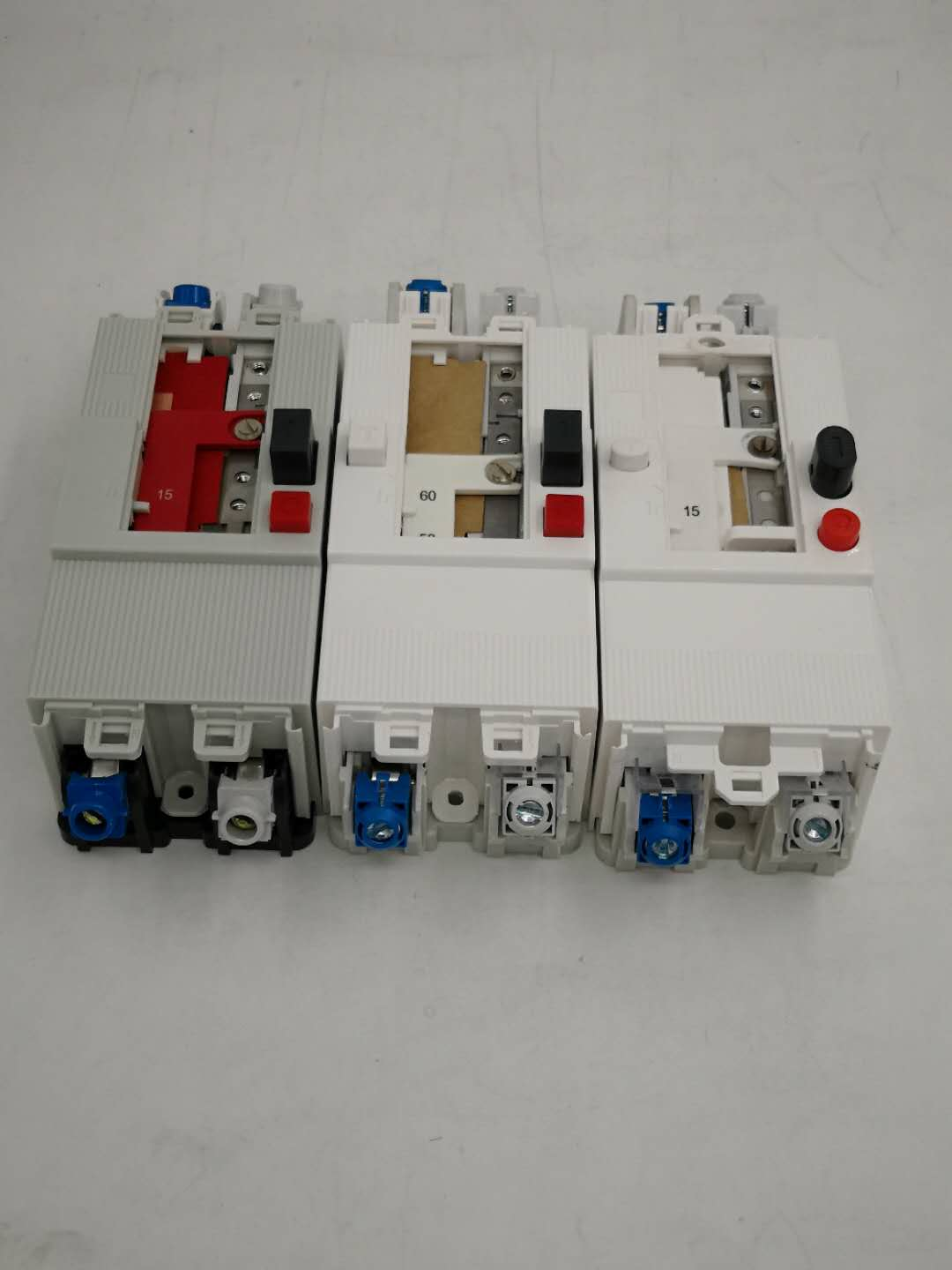 PG 2P/4P adjustable circuit breaker with leakage protection