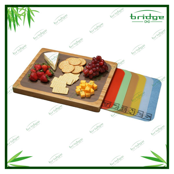 classics bamboo chopping board with removable cutting mats