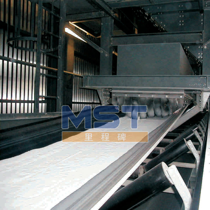 Oil resistant rubber conveyor belting