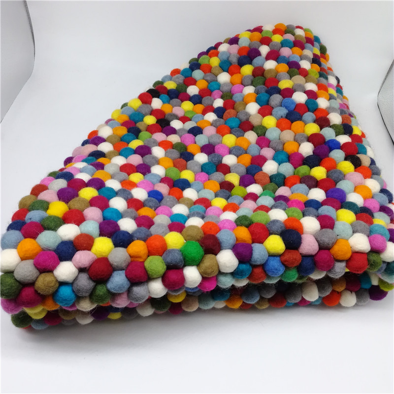 Felt ball rug handmade in china 100% pure wool rugs carpet for wholesale