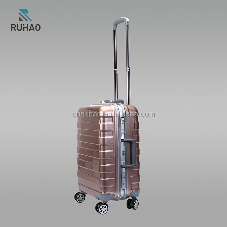 2017 Fashion Design Clear Shell PC Luggage with High Quality and Customized Suitcase