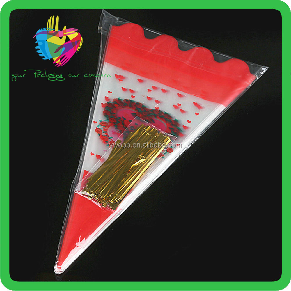 Customized candy plastic cone bags / triangle shapeed plastic bag / V shape transparent popcorn bag