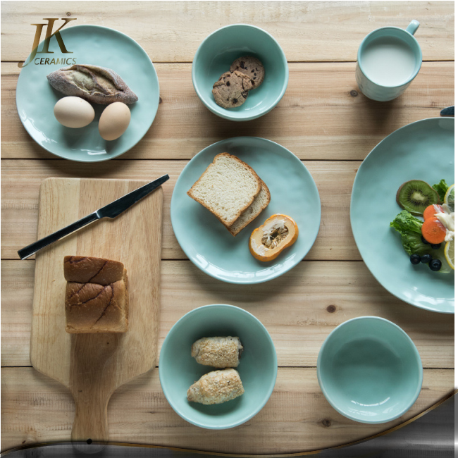 China suplier home tableware porcelain dinnerware set colored dinnerware sets exquisite dinner set