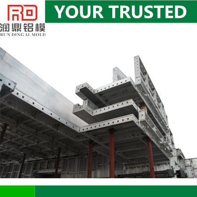 RD scaffolding and cranes for alu formwork