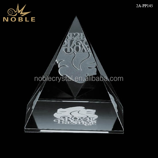 Custom Logo Engraved Clear Glass Desktop Decoration Crystal Pyramid Paperweight.