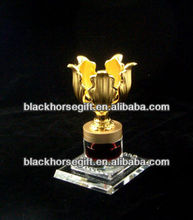 perpetual gold flower metal trophy cup with souvenir trophy ,with crystal base