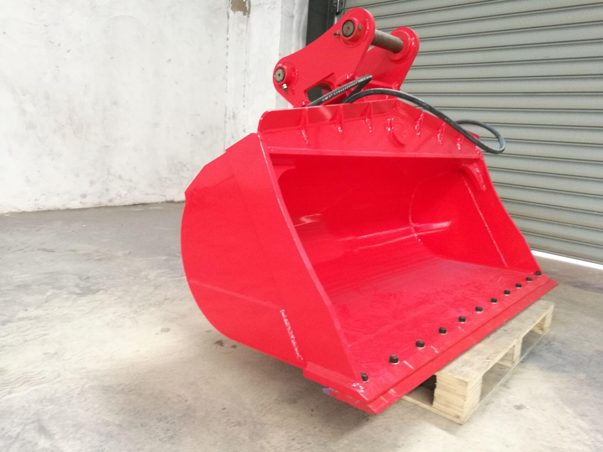 Hydraulic tilting excavator bucket