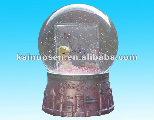 beautiful polyresin water globe souvenir