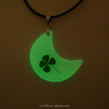 Moon shape Clear Resin Green Four Leaf Clover Necklace Pendant glow-in- the-dark Souvenirs