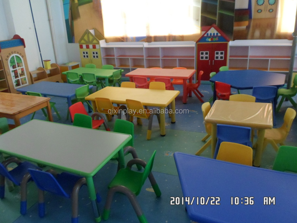 plastic table and chairs.JPG