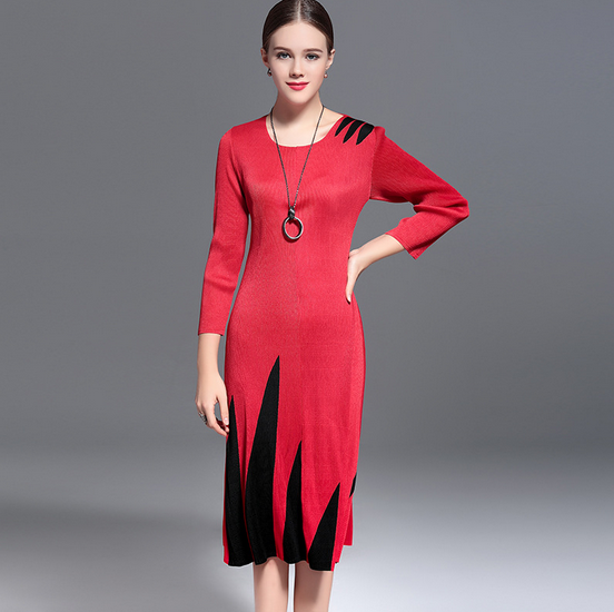 Woman pleated wrapped waist knee length dress