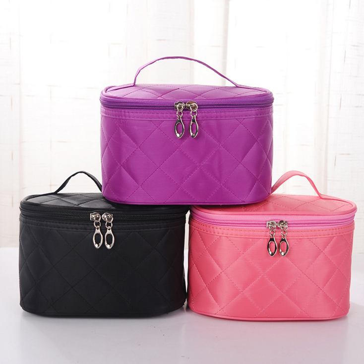 Anhui 2017 Wholesale Large Capacity Portable Nylon Toilet Bag Travel Makeup Bag Round Shape Cosmetic Bag With Zipper