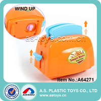 New arrival wind up kitchen bread maker toy mini kids wind up toaster toy