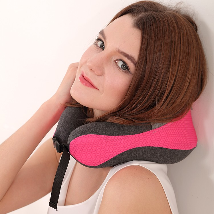 Folding travel pillow