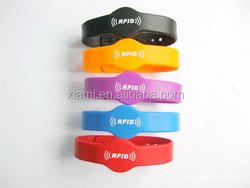 peosonnalized design low price charms multicolor printed word nba silicone bracelet