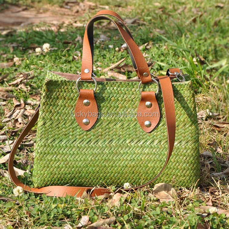 China wholesale hot selling national style unique green color straw material leather handle bag