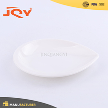 Promotion plastic melamine xmas white dish plate triangle for restaurant