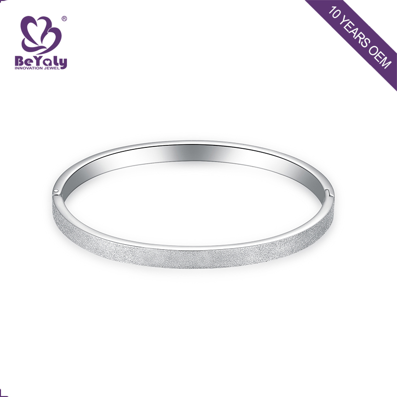 Exquisite fashion stainless steel bangle for women's