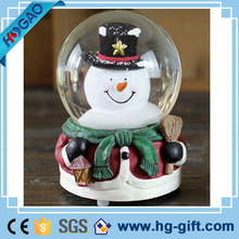 Quanzhou factory custom resin snow man figurines cheap funny snow globe blowing snow