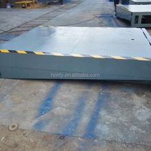 Ajustable portable loading ramp for logistic park