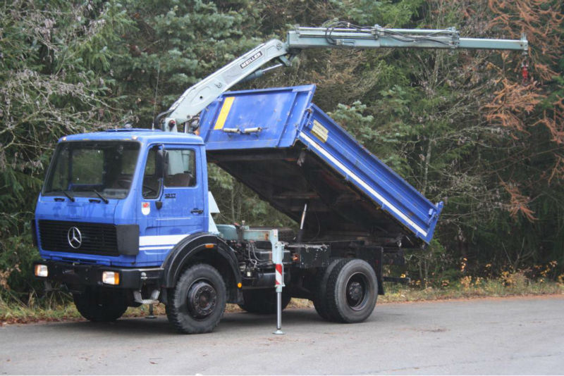 Mercedes 1217 (1017) 4x4 tipper with crane