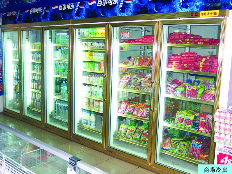 Supermarket display cold room with heated glass doors