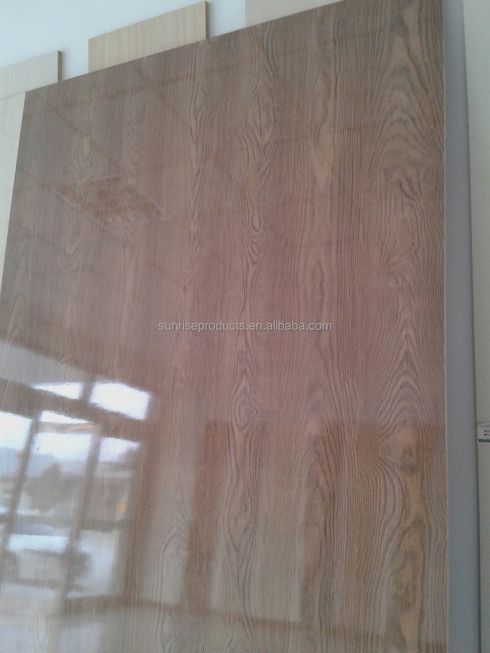 High Glossy Finished melamine paper laminated plywood