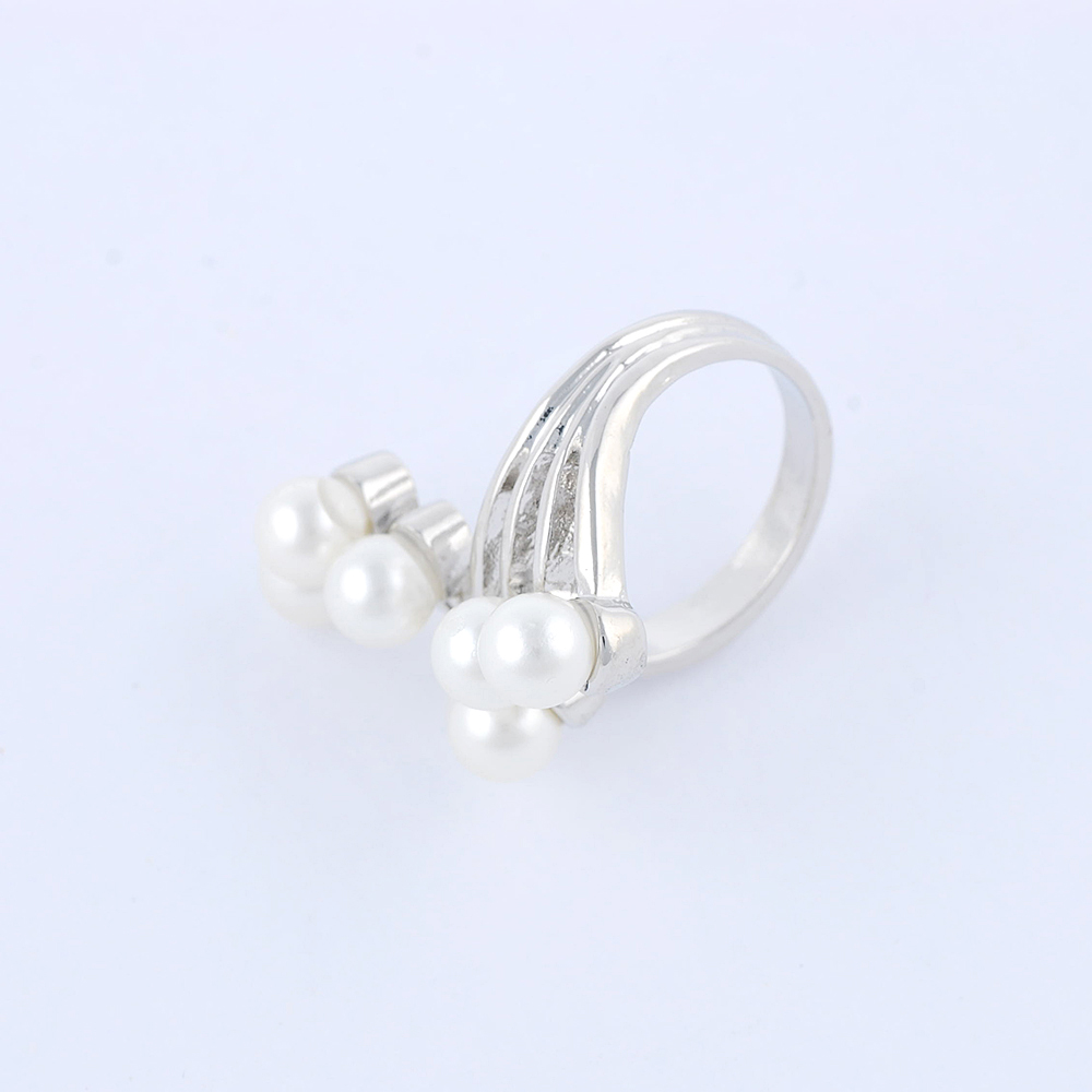 2016 fashion jewelry plain design with pearls silver ring designs for women