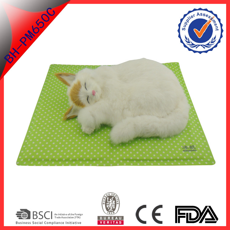 green color nylon food grade gel cool mat folding summer sleeping ice mat for <strong>pets</strong>