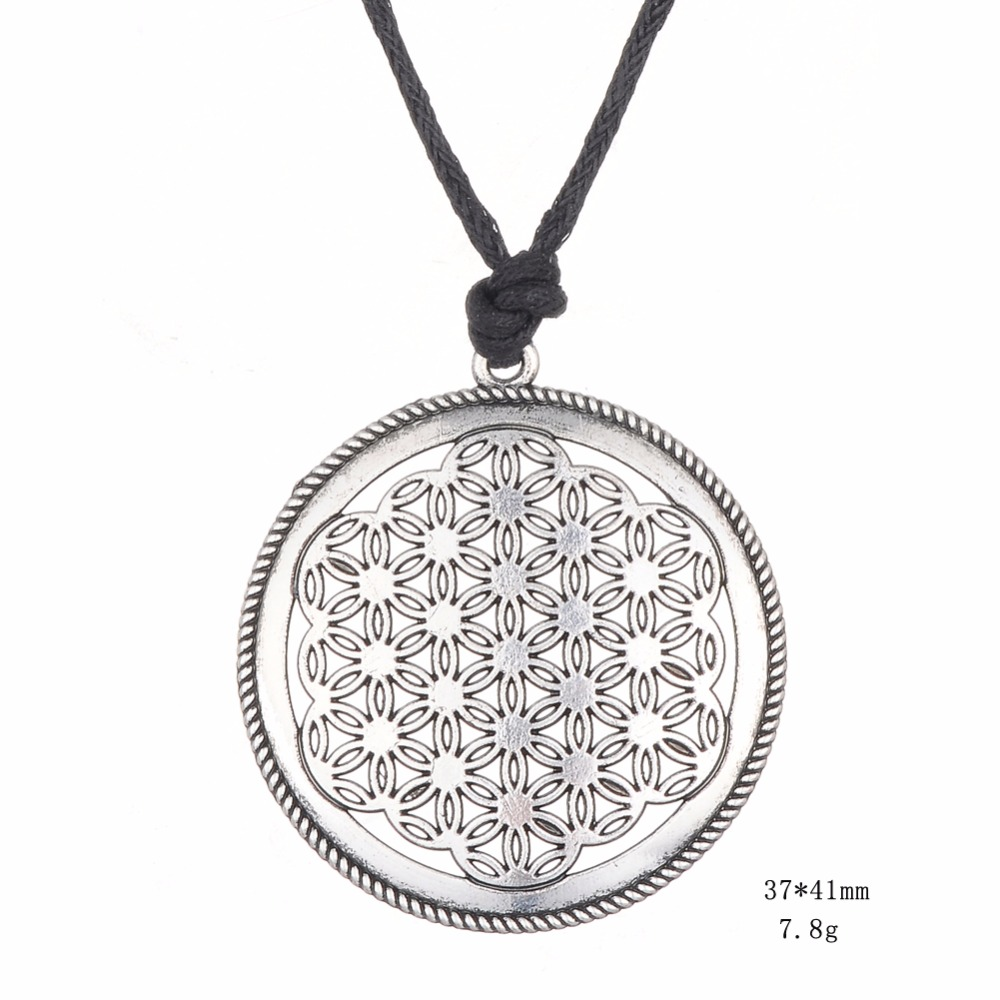 One Side Engraved Flower Round Shape Charm Talisman Pendant Necklace Soloman Jewelry
