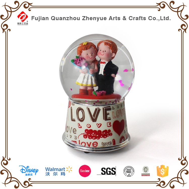High quality resin wedding glass snowglobe music can be customized plastic snow globe