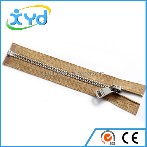 New design zippers roll plastic zippers for garment production