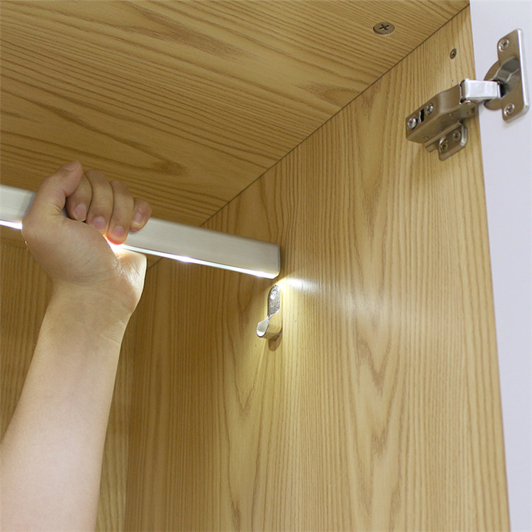 Furniture Accessories Motion Activated Battery LED Lighted Wardorbe Clothes Hanging Rail/Rod