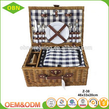 Customized handmade nature Insulating interlayer mini empty wicker wholesale picnic willow basket for 2 person