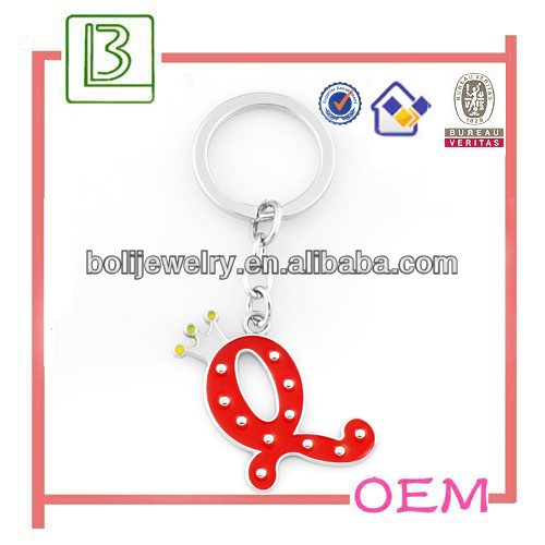 Popular crown letter Q key chain from suppliers