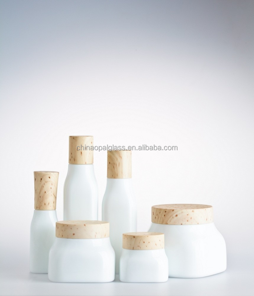 Hot sale bamboo cap glass bottles and jars, cosmetic packaging sets
