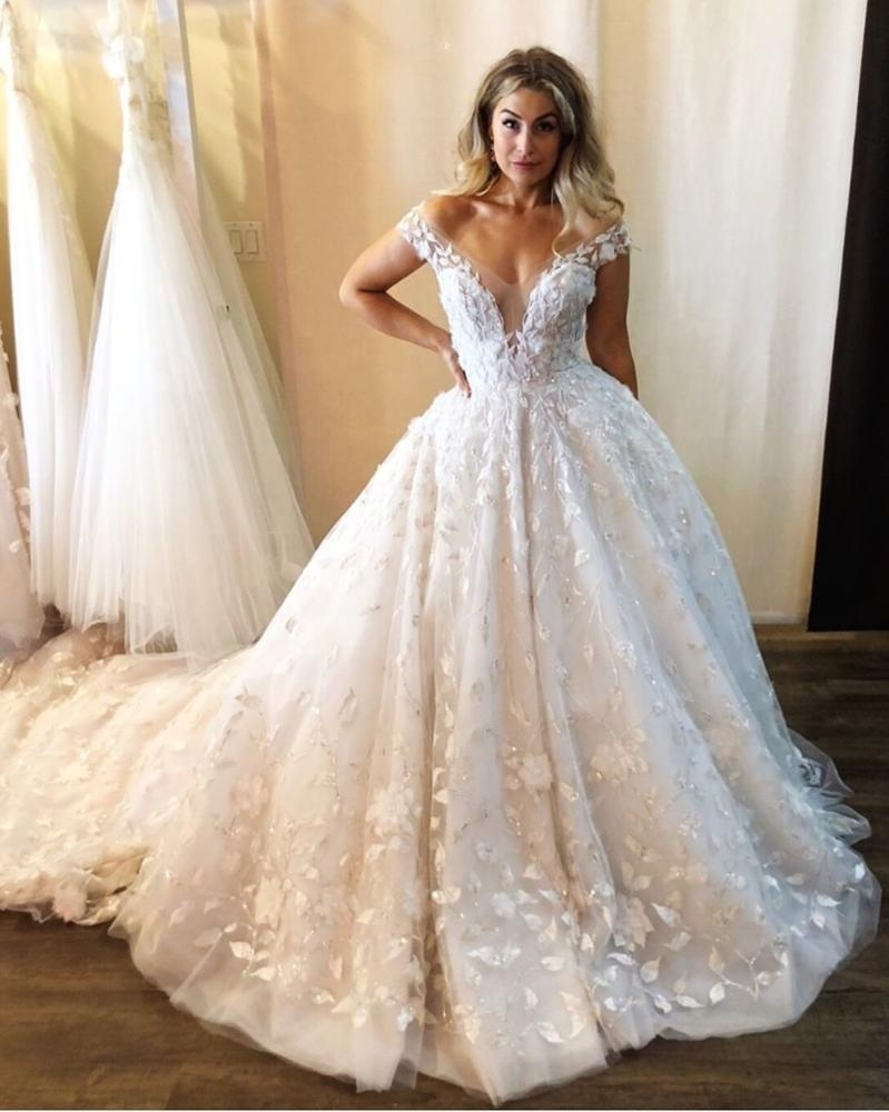 Beautiful Off Shoulder Wedding Gowns Fairy Garden Wedding Dress with Rhinestone Lace Appliques 2019 New robe de mariage