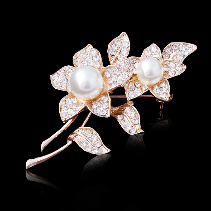 2017 High Quality Pearl Flower Brooch Europe and America Fashionable Boutique Leaf Crystal Brooches Pin For Women Hot Jewelry Wh