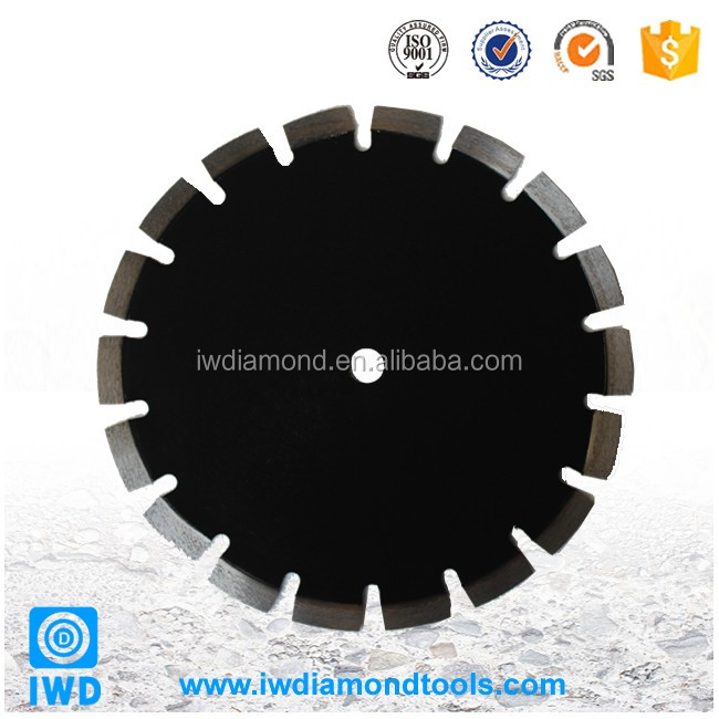 Diamond saw blade for cutting and grinding hard, dense materials