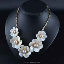 Classic gold round make shell Statement flower shape Necklace Bridesmaid Chunky Pearl Necklace IN STOCK!