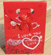 Red and attracted paper bag with die-cut handle/art paper packaging bag
