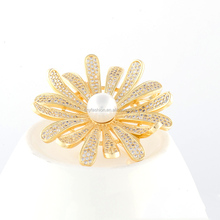 Fashion wedding brooch AAA zircon micro paved and pearl brooch chrysanthemum Flower brooch for women bridesmaid jewelry