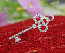Charming Zinc Alloy Fashion Key Shape Necklace Pendant with Pearl engraved