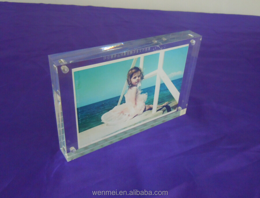 5x7 Clear Acrylic photo frame with 4 magnets