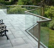 Exterior aluminum u channel tempered glass balcony/stair stainless steel railing design