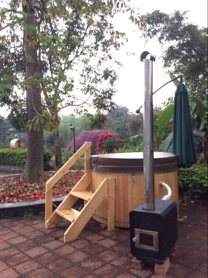 Outdoor wooden round hot tubs for 2 8 person for for Outdoor bathtub wood fired