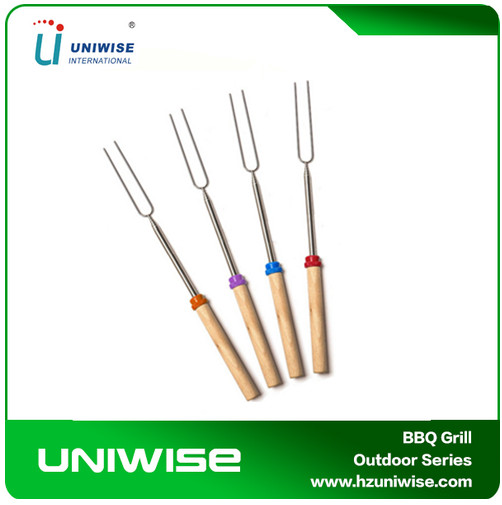 Wholesale extendable & Telescopic marshmallow roasting bbq fork with wooden handle